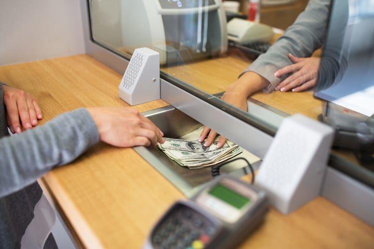 Internet Banks Vs. Offline Institutions