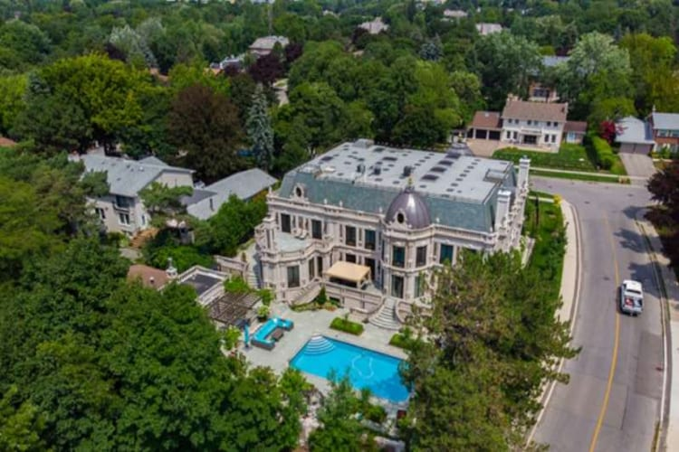 """Schitt's Creek"" Mansion"